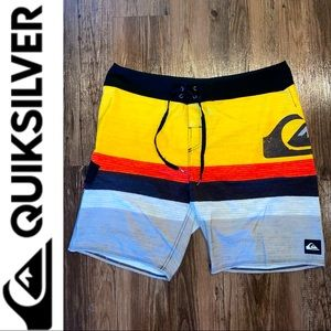 Quiksilver BoardShorts 36 Grey & Yellow w/ Red
